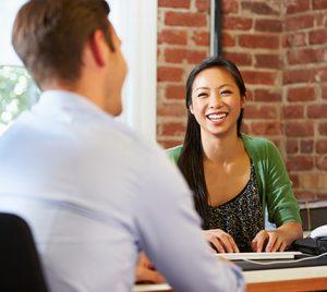 ¿Es verdad que los empresarios prefieren contratar a personas que están trabajando?