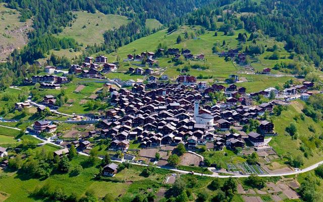 te pagan por vivir en los alpes suizos