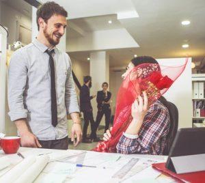 3 de cada 10 españoles han tenido una relación sentimental en el trabajo
