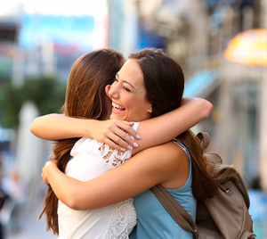 4 beneficios de ayudar a un amigo a encontrar trabajo