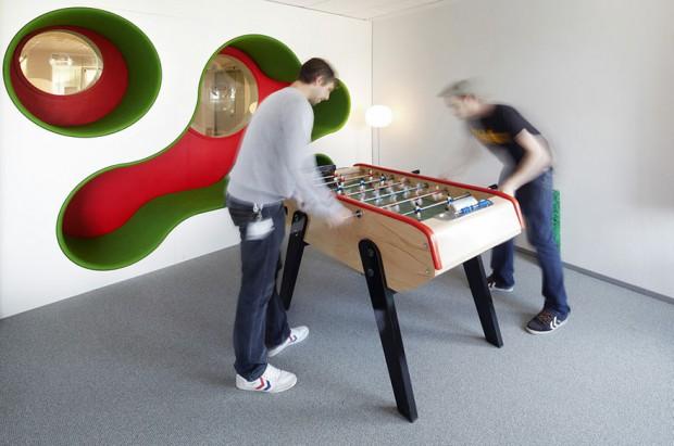 Billar en las modernas oficinas de Lego