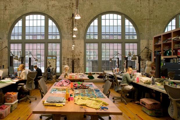 Espacios de confección de las modernas oficinas de Urban Outfiters