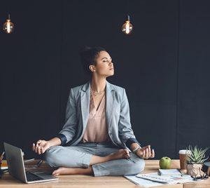 Beneficios de hacer yoga en el trabajo